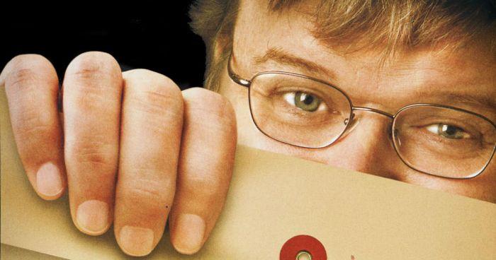 Michael Moore bacchetta Hillary Clinton e fa il tifo per Edwards
