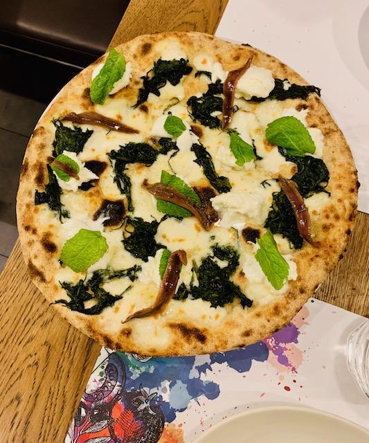 Pizza, menta, alici,cicoria, bufala di Favilla a Roma