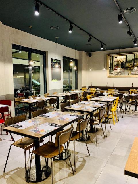Sala interna della pizzeria Favilla a Roma