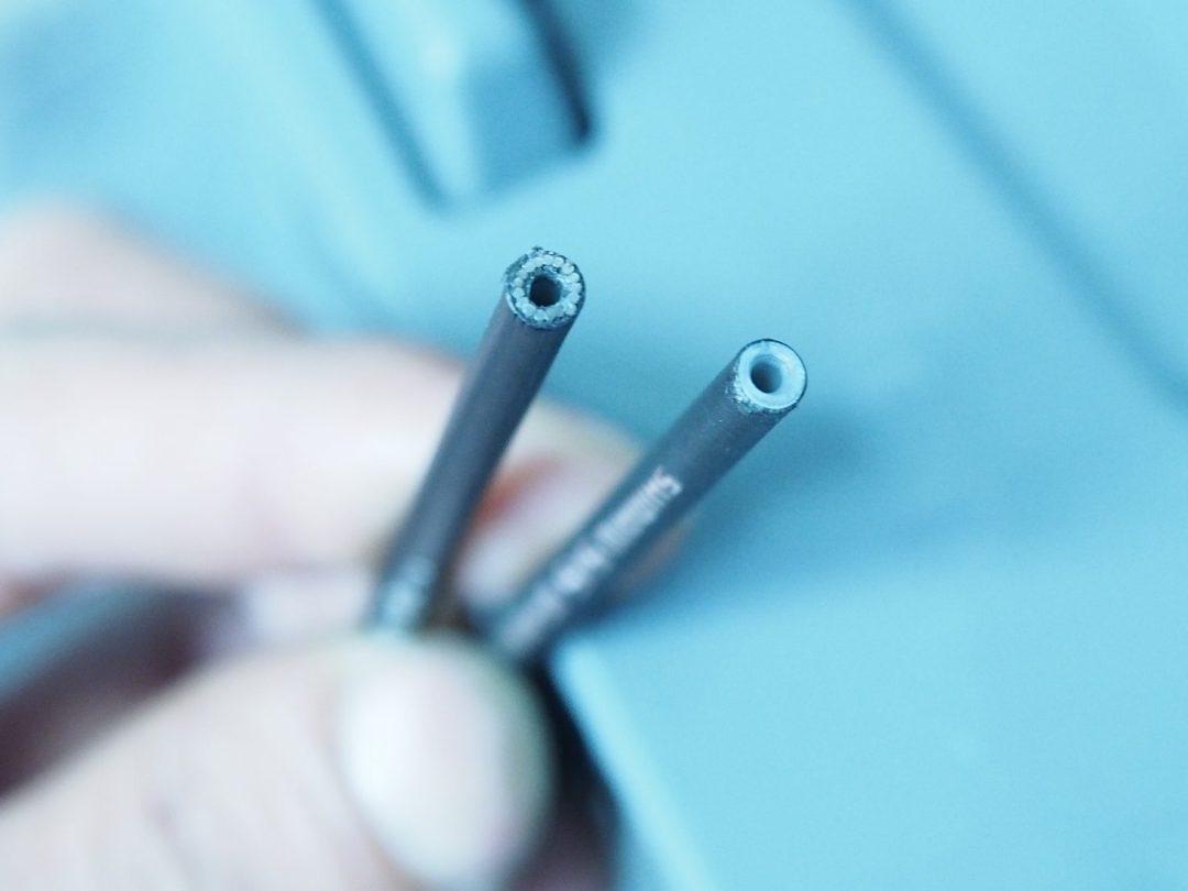 R9100専用に新開発されたスパイラル構造のフレキシブルアウターワイヤー。エンド部のみに使用する。