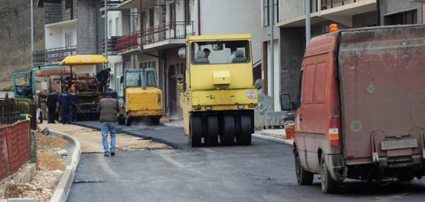 Asfaltiranje u ulici Dive Grabovčeve