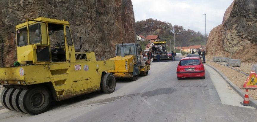 FOTO: Asfaltiranje kružnog toka na južnom ulazu u Prozor