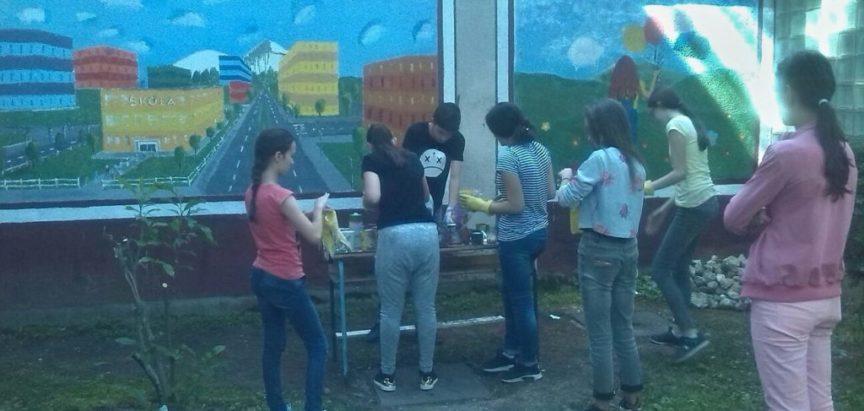 FOTO: Učenici OŠ Marka Marulića u likovnoj akciji