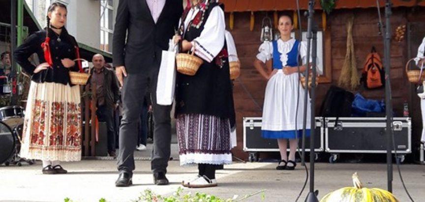 FOTO: Voloderske jeseni – Martina Škarica zablistala u ramskoj narodnoj nošnji