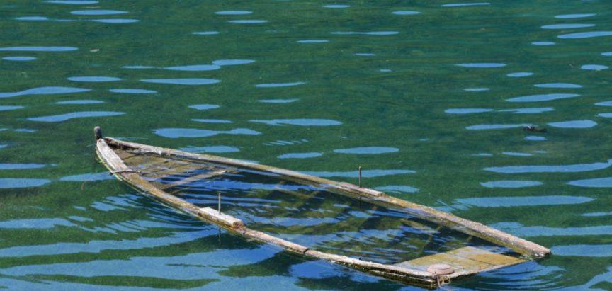Iznad, pored i pod vodom