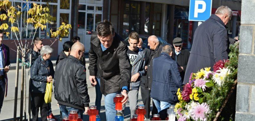 Foto: U Prozoru upaljene svijeće za sve poginule branitelje