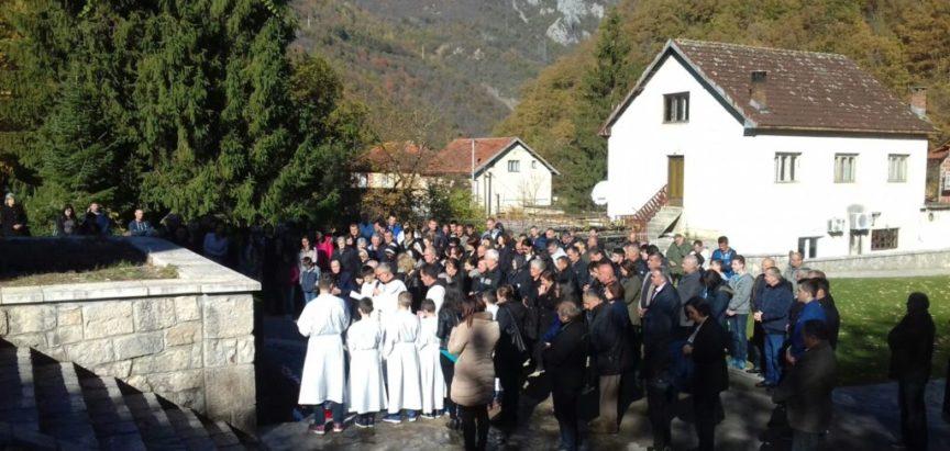 Foto: Blagoslovljen spomenik za žrtve II. Svjetskog rata i  rata u BiH iz župe Gračac