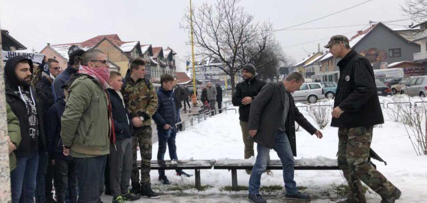 Ovako je policija intervenirala jučer na borce, a danas je počelo ponovno okupljanje u Jelahu