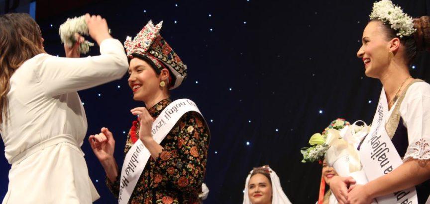 Martina Romić iz Vojvodine je najljepša Hrvatica u narodnoj nošnji 2018.