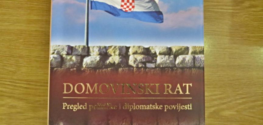 """Predstavljena knjiga Ante Nazora i Tomislava Pušeka """"Domovinski rat, pregled političke i diplomatske povijesti"""