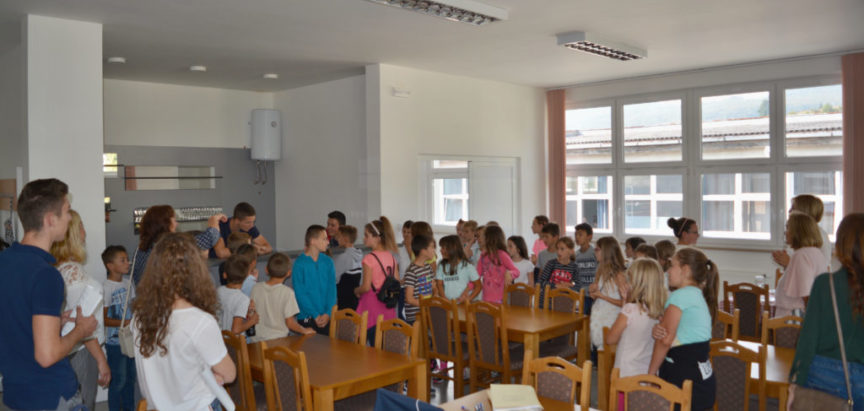 Foto: Učenici 4. i 5. razreda OŠ fra Jeronima Vladića Ripci posjetili Srednju školu Prozor