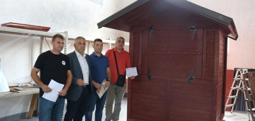 Nabavljene drvene kućice za turističke Info-pultove