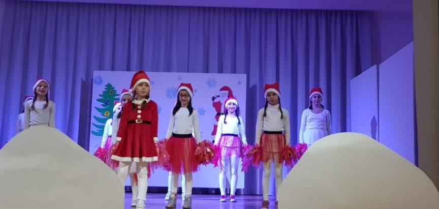 FOTO/ OŠ Ivana Mažuranića Gračac: Održana Božićna priredba