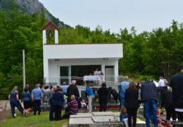 Foto/video: Na Banj brdu, Gračac, blagoslovljena nova kapelica i mrtvačnica