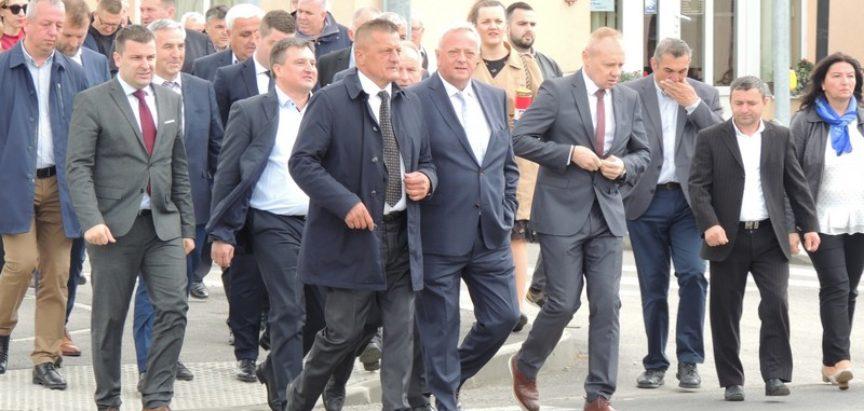 Načelnik općine Prozor-Rama dr. Jozo Ivančević  potpisao Povelju prijateljstva s općinom Rovišće