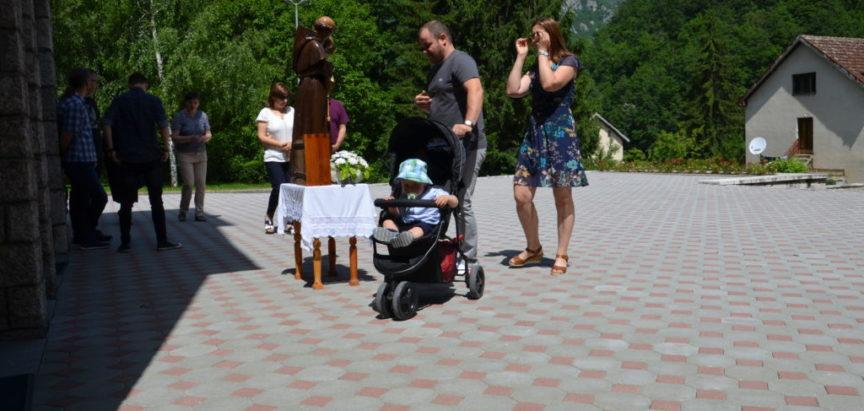 Foto: Na Gračacu proslavljen patron župe Sv. Ante