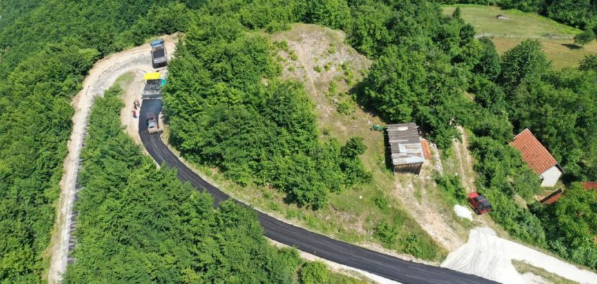 Foto/video: Na Maglicama se zacrnio asfalt