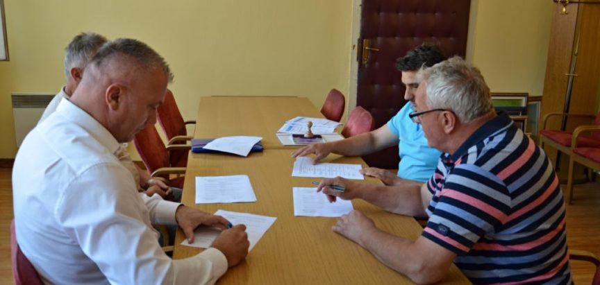 Potpisani Ugovori za uređenje puta prema Orašacu, Kozo i Ometala-Ćališi