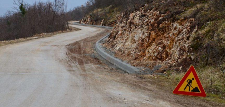 Foto: Nastavljeni radovi na dionici puta Izlaz – Orašac