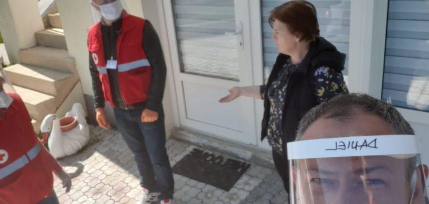 Predstavnici Crvenog križa Prozor-Rama posjetili osobe koje su završile proces izolacije, a trebale su biti odvedene u karantenu