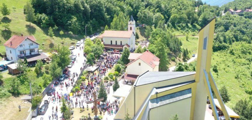 Foto: Uzdol slavio Ivandan i zlatnu misu don Pave Crnjca
