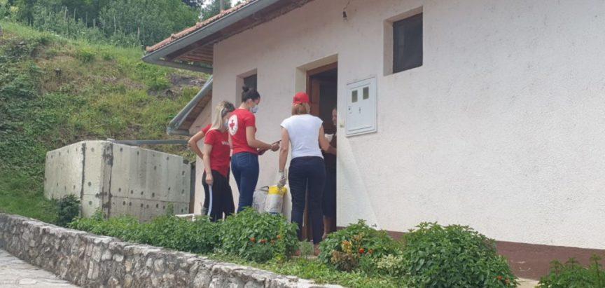 Crveni križ Prozor-Rama u akciji podjele paketa s namirnicama