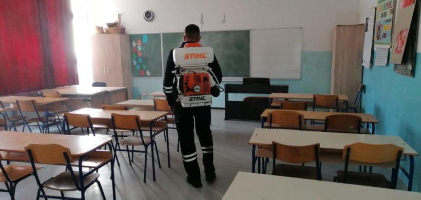 Foto: Izvršena dezinfekcija prostorija osnovne  škole u Prozoru