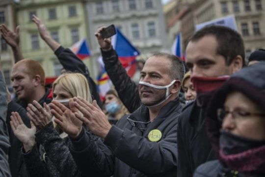 Neredi u Pragu zbog pooštrenih mjera