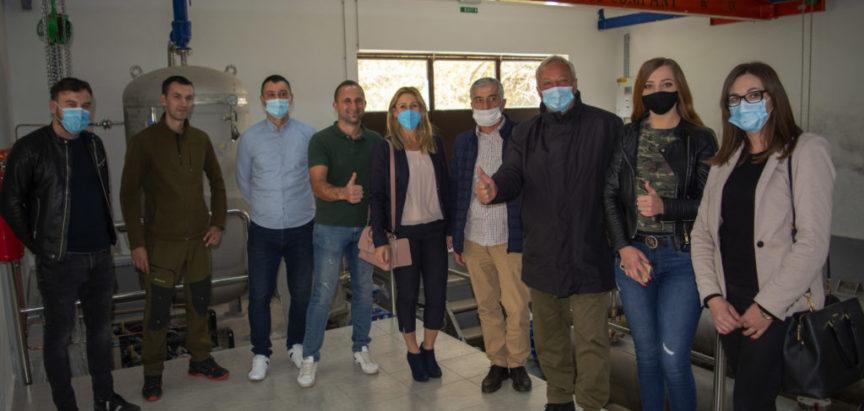 Foto: Načelnik općine Prozor-Rama dr. Jozo Ivančević sa suradnicima na vodocrpilištu Krupić