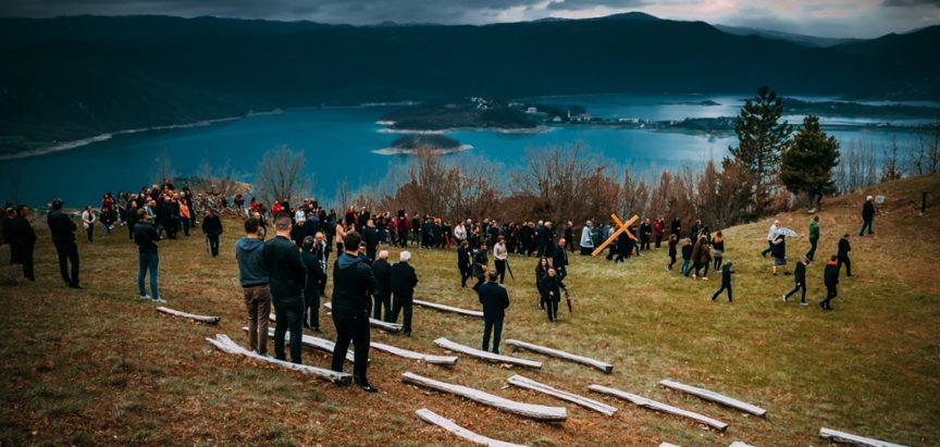 Pobožnost Puta križa u nedjelju na brdo Gračac u Podboru