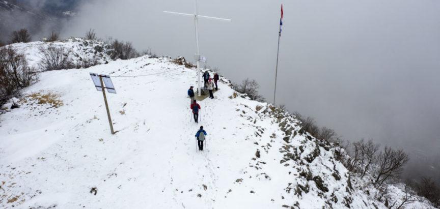 Foto/video: Uskopaljski i Bugojanski planinari pregazili Makljen pa se okrijepili na Menjiku