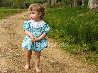 ist2_543149_little_girl_on_a_dirt_road.jpg
