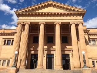 Depan Perpustakaan NSW