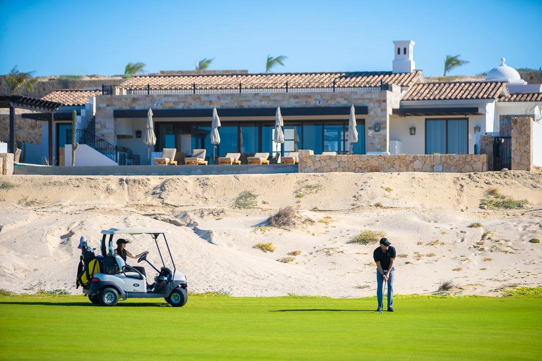 Greg Norman Signature 18-hole golf course