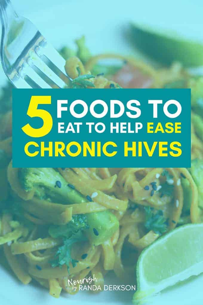 Eat these 5 foods to help ease the painful itch and burn when you have chronic hives. Urticaria is no fun, these low histamine and anti inflammatory foods help with symptoms and providing relief. #chronichives #hives #antiinflammatory #health #healthandwellness