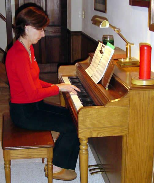Glenda at Shakespeare piano