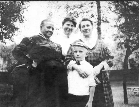Auguste, Helene, Martha and Gus