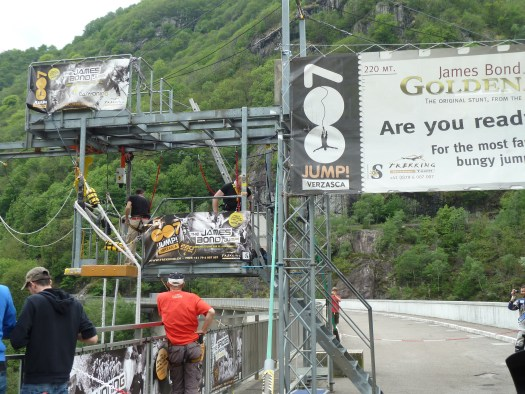 Skoki na bungee jak Goldeneye James Bond