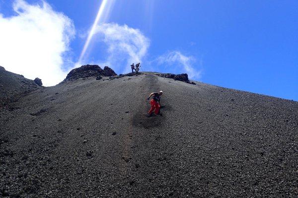 Rando spéléo au Piton de la Fournaise https://rando-volcan.com