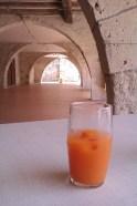 Apéro sous les arcades à Puymirol