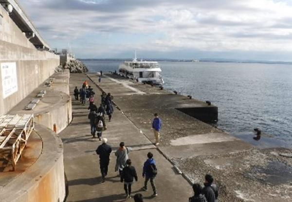 東京湾アクラインの防災施設等の特別見学会