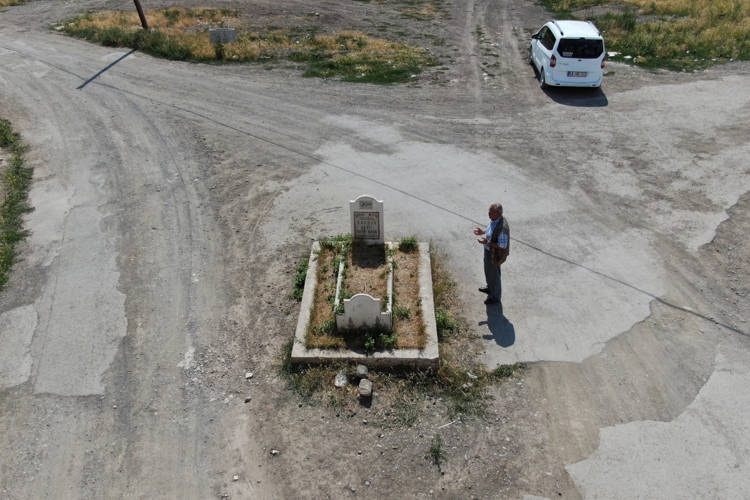 Sivas and the mysterious grave in the road
