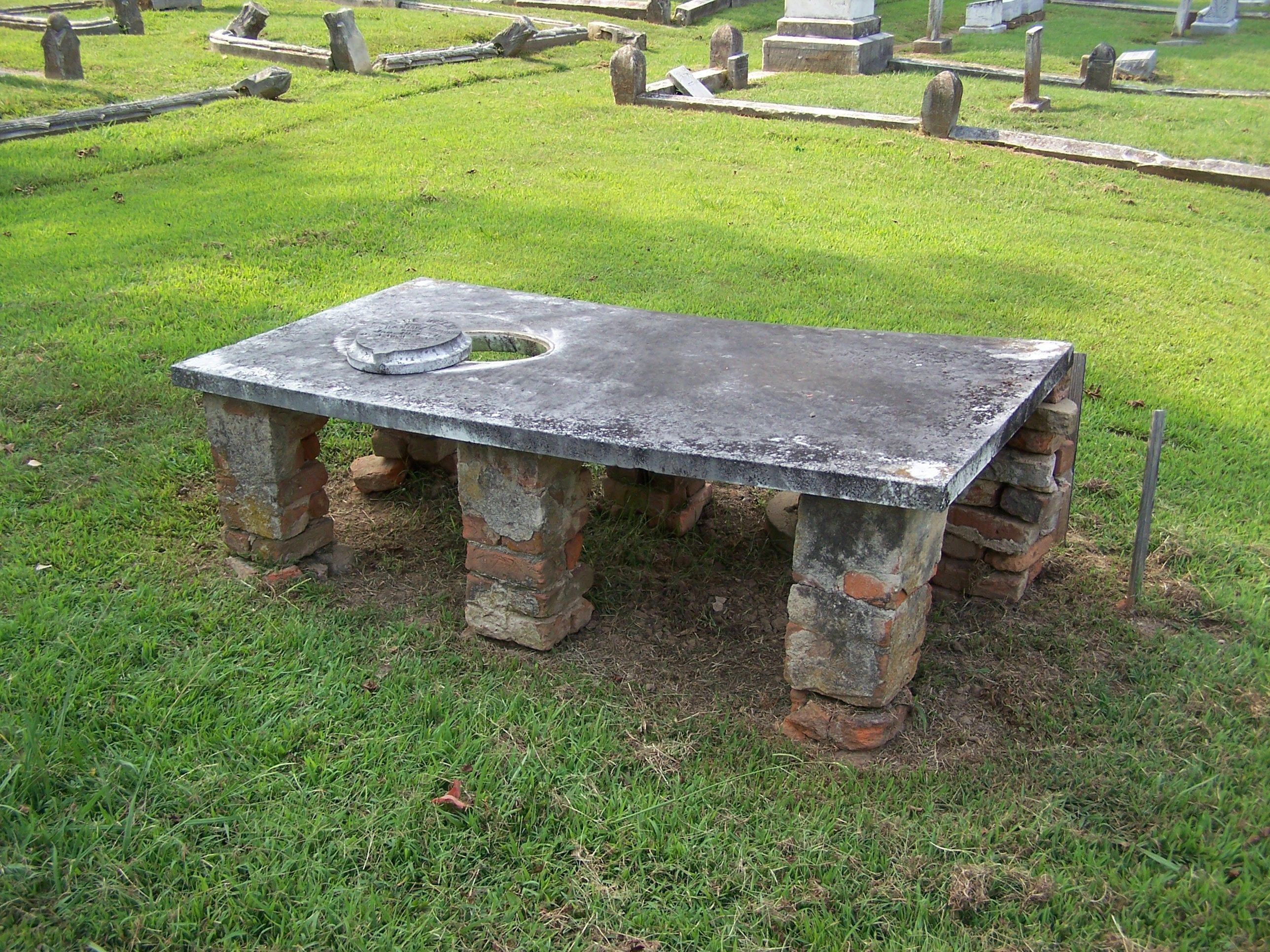 Mittie Manning's Tomb: one of Mississippi's most unique tombs