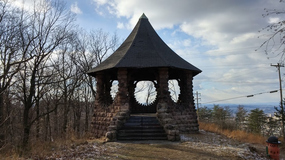 Neversink Mountains, Witch's Hat Pavilion and ruins of its glorious past