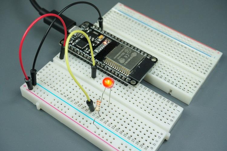 ESP32/ESP8266 PWM with MicroPython circuit to fade Dim LED