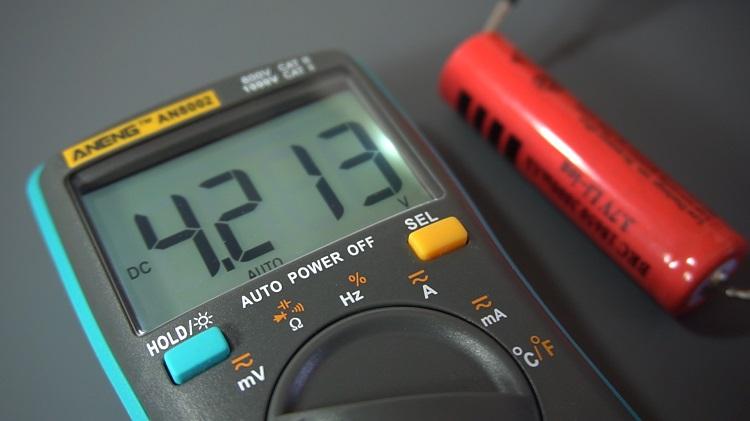 lithium battery multimeter output voltage