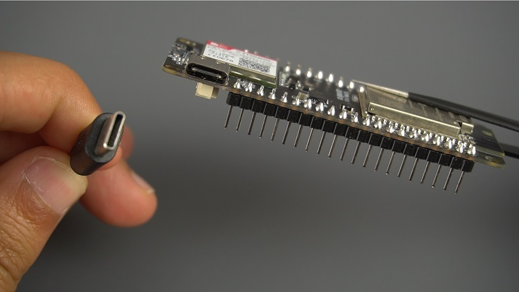 ESP32 SIM800L Board USB-C cable for charging and data