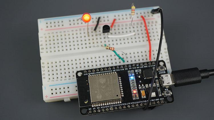 ESP32 ESP8266 Control Output when Temperature is above threshold web server