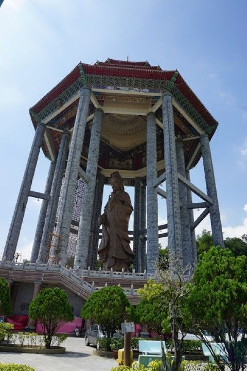 La imponente estatua de la diosa Kuan Yin, en Kek Lok Si.
