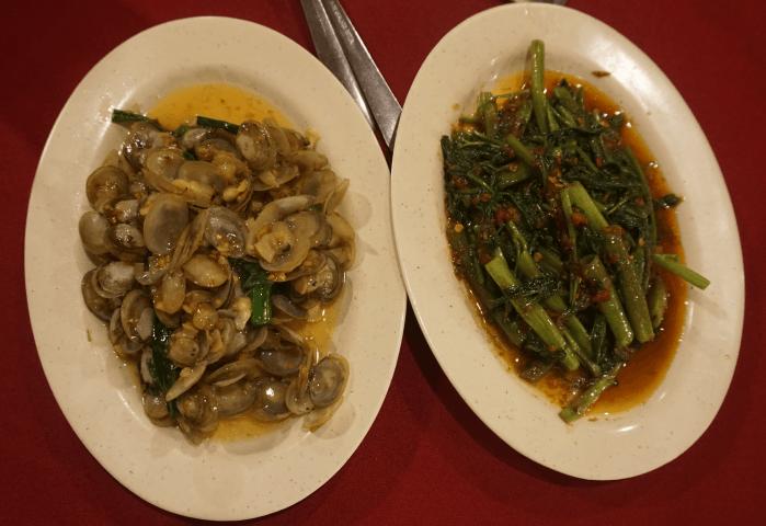 Almejas y verduras en Tek Sen